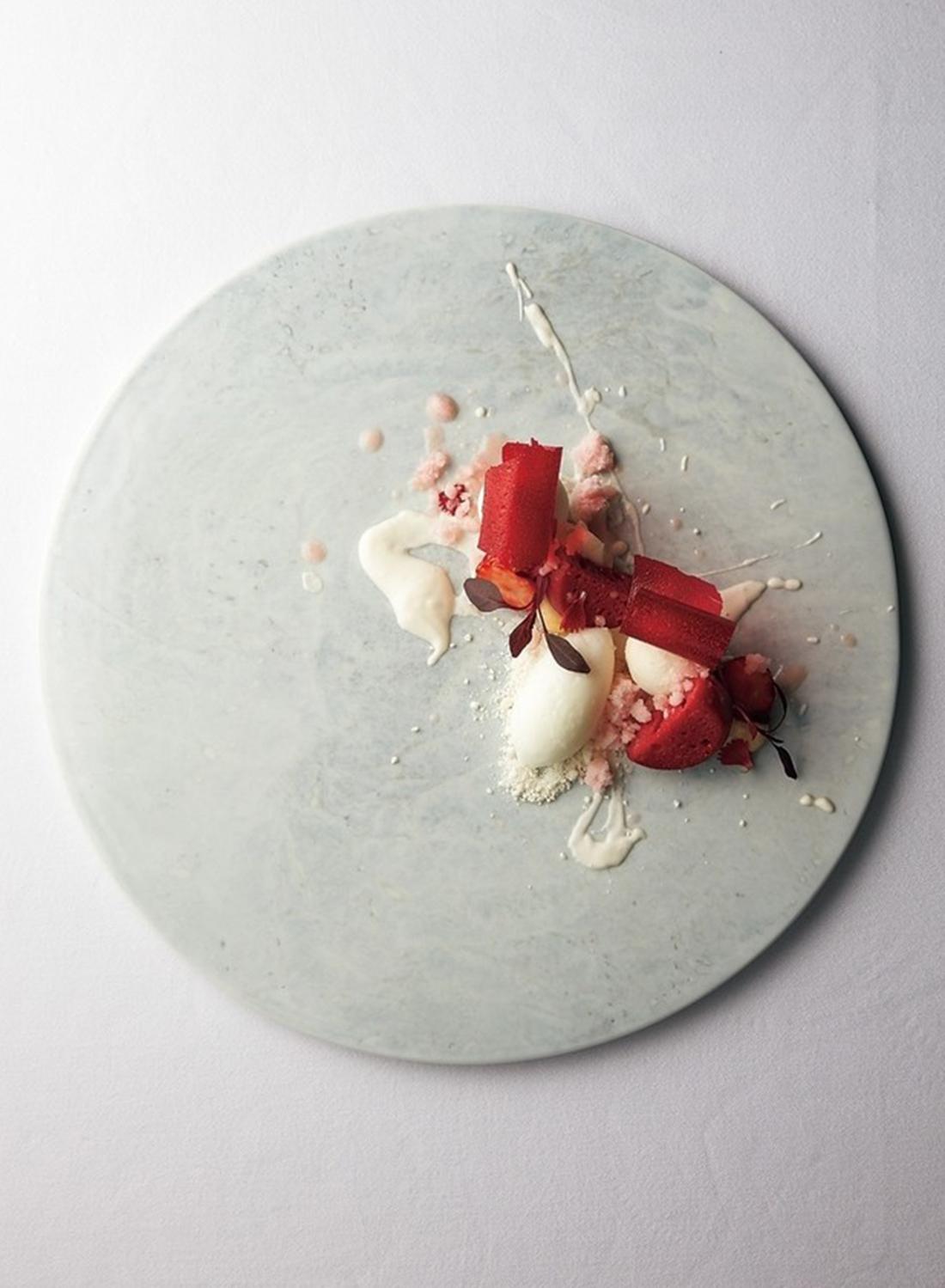 パティシェ山中浩平氏によるイチゴのデザート、遠い日の記憶。