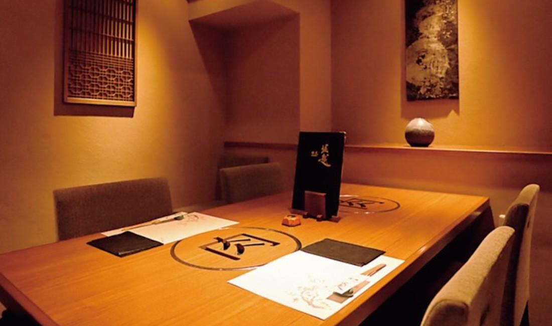 カウンターのほかは全室個室。
