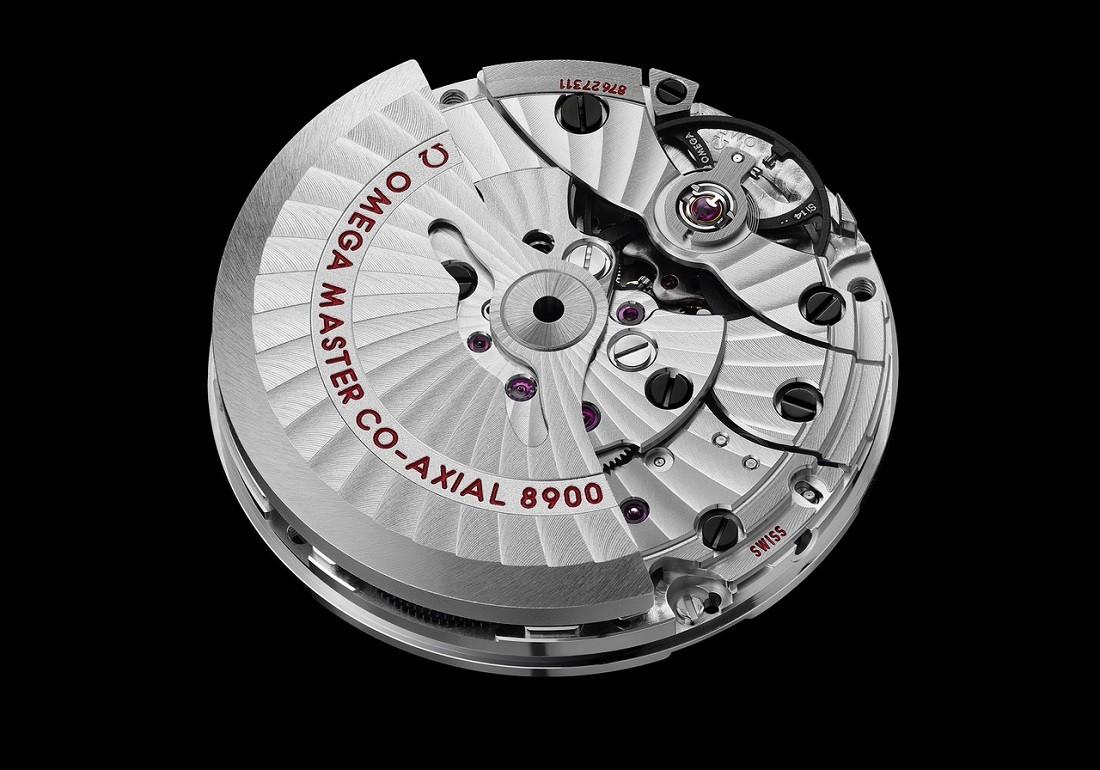 高精度時計の象徴である「コンステレーション」を守る自動巻きキャリバーCal.8900。※18Kセドナゴールドのモデルのみ、Cal.8901が搭載される。