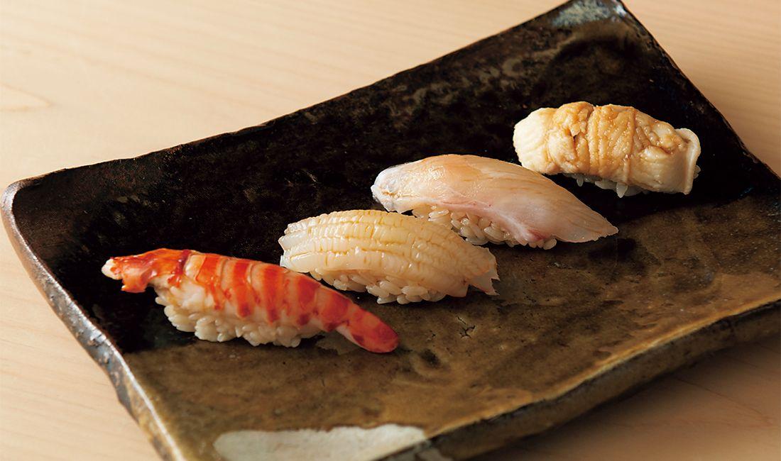 九州近海で獲れる、旬の魚介の握り。
