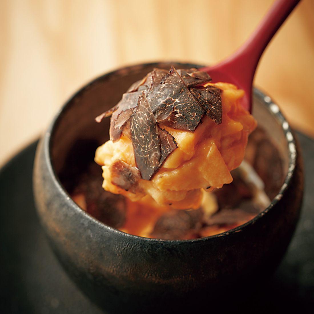 飛来幸鶏の卵の美味しさを黒トリュフとともに味わうオムレツ。