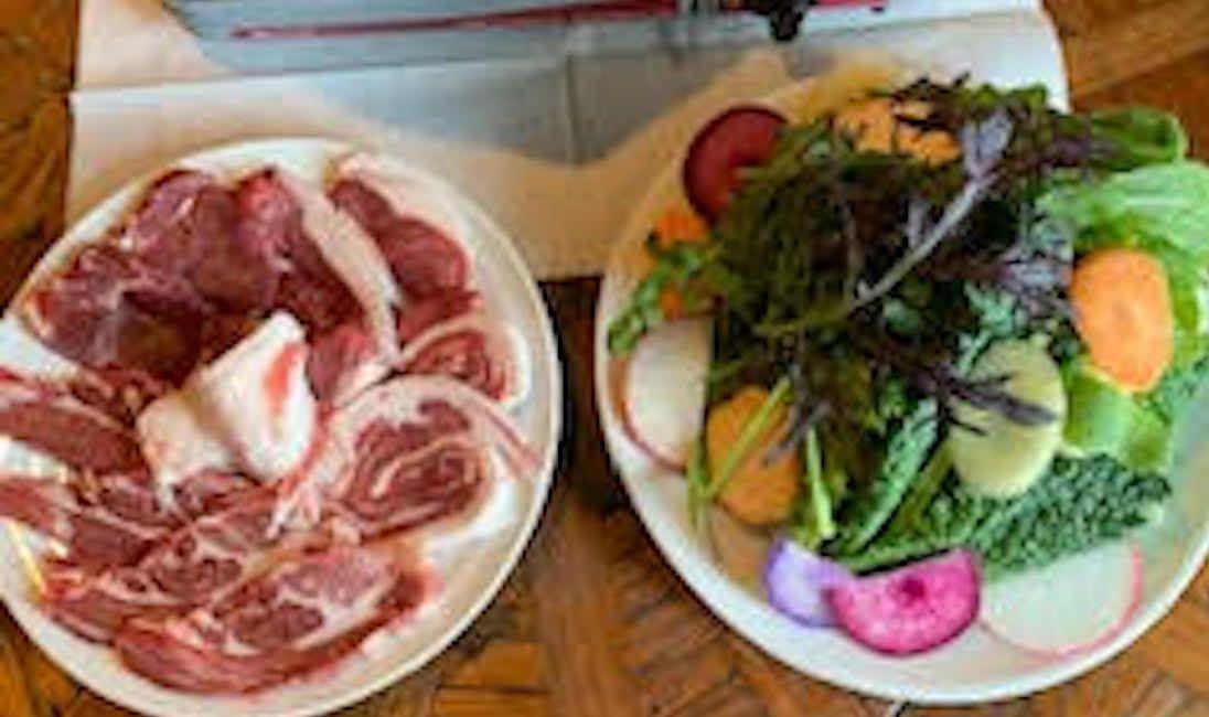 ひつじや最高級羊肉ジンギスカンセット(2人前。おひさま農園の野菜と生タレ付き)
