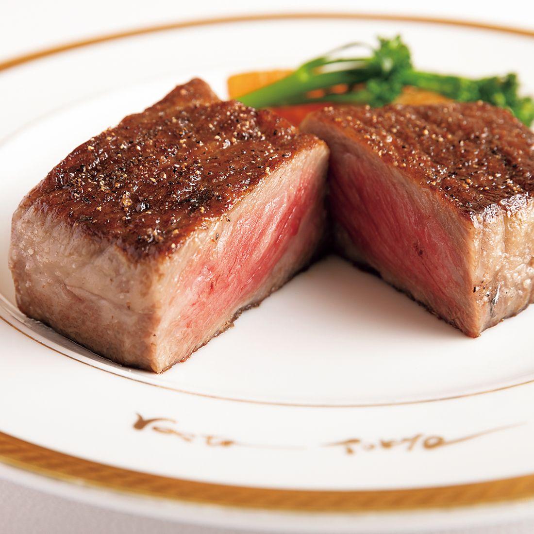 三田牛の「サーロインステーキ」(単品150g¥15,000)。