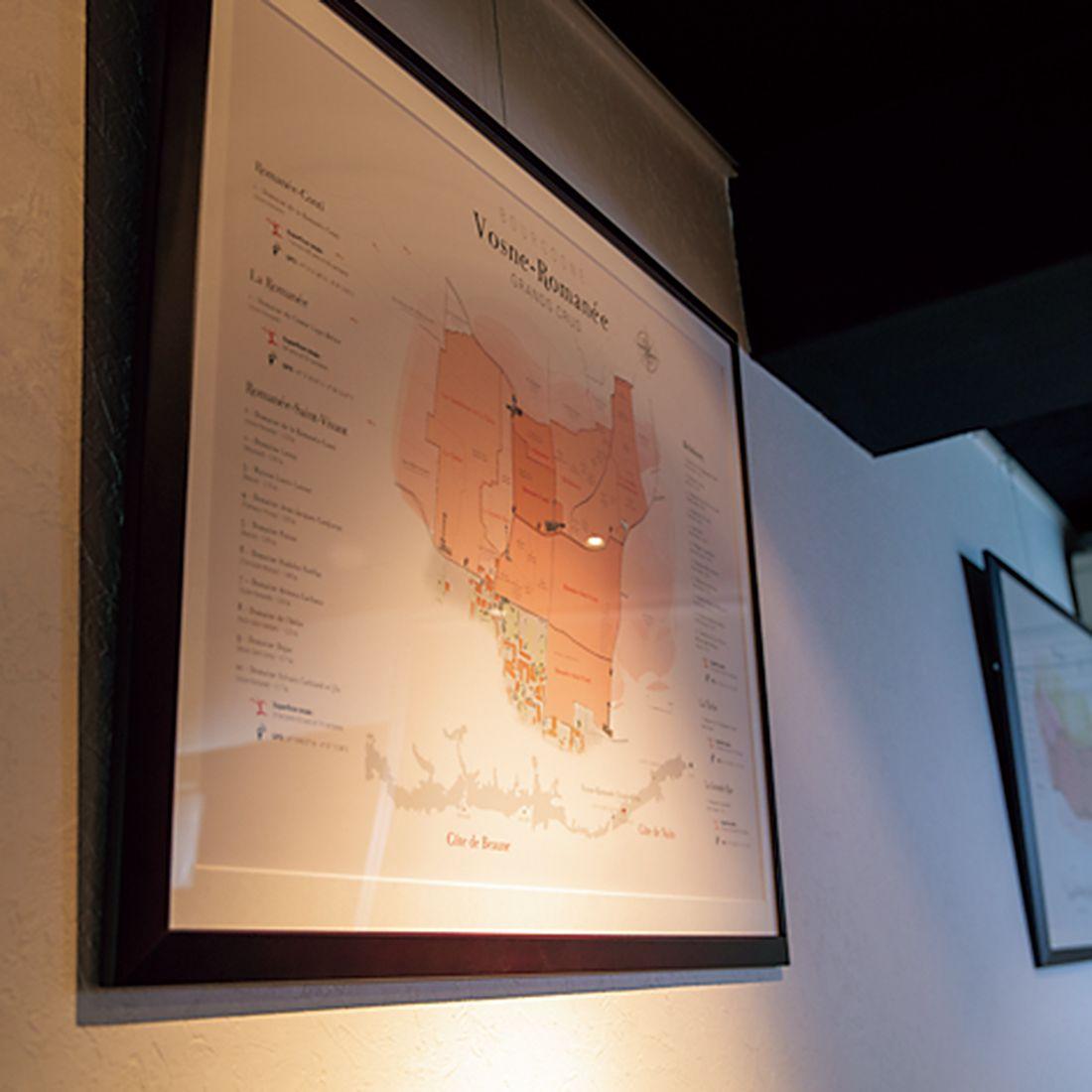 壁にはブルゴーニュの畑の地図。