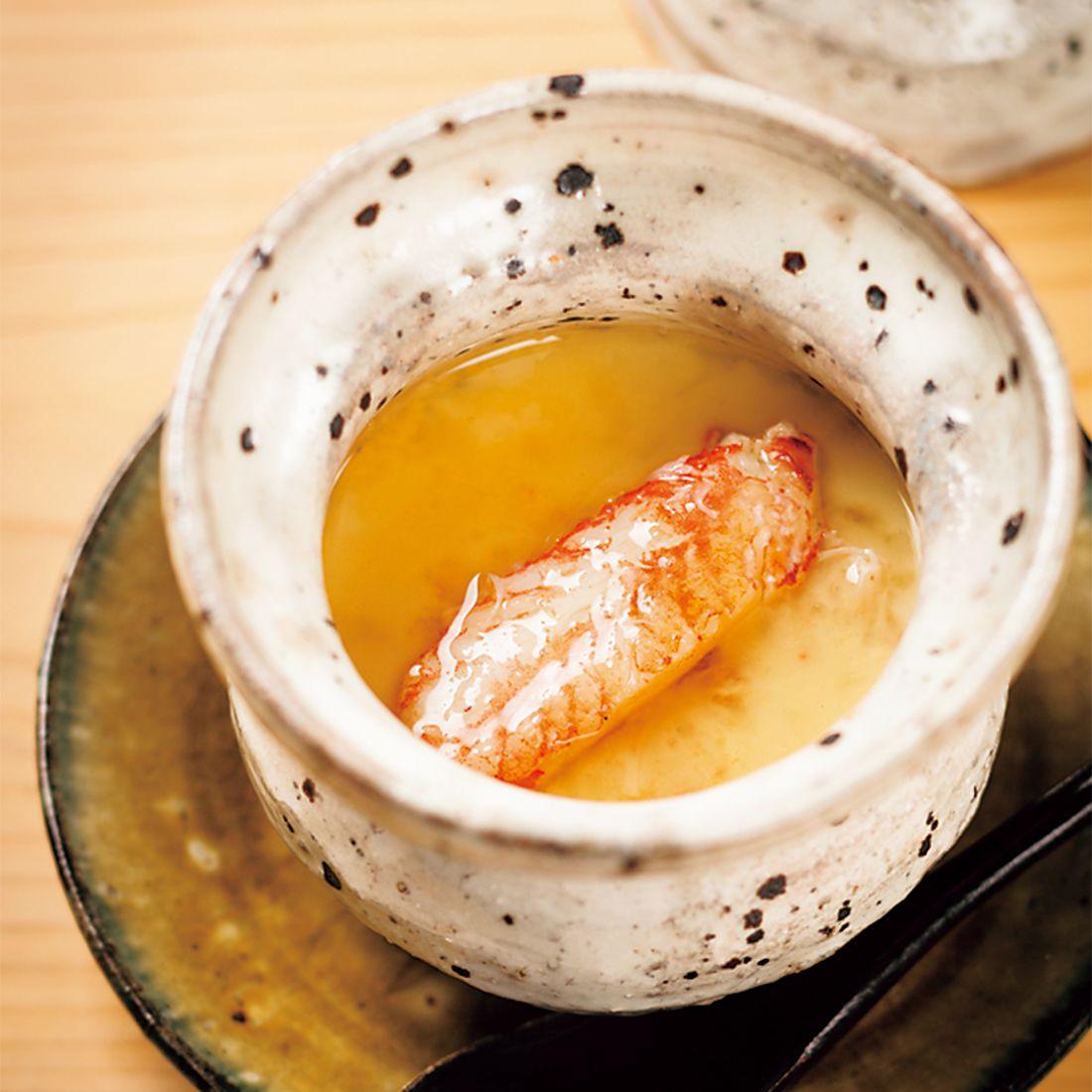 毛蟹のビスクを漉したエッセンスを卵白と合わせて茶碗蒸しに。