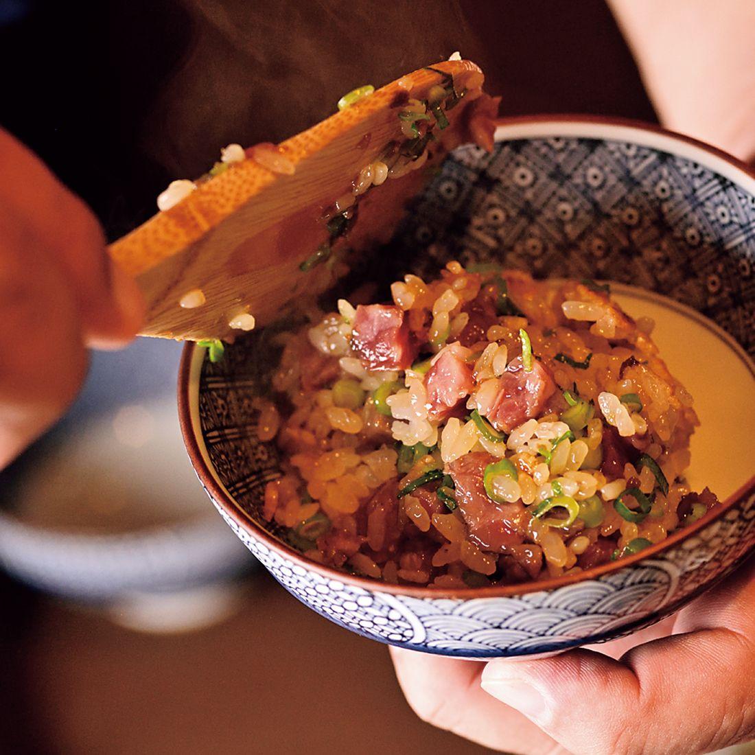 上から青ネギと山椒をパラッとかけて食べれば、箸も止まらぬ美味しさ。
