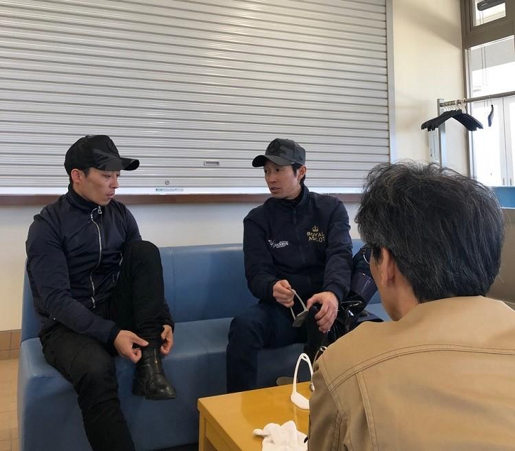 足の乗せ方、重心のかけ方など、川田と武豊によるトップジョッキーの「こだわり談義」が続く。