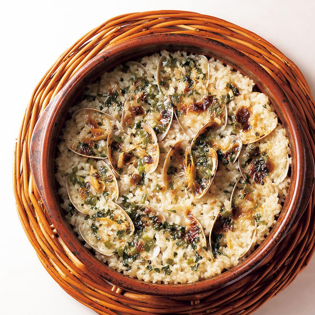 「土鍋で炊いたアサリの白いパエリア」。