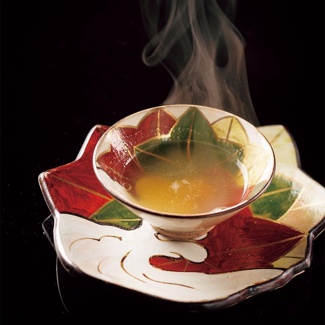 滋味深いスープからスタート。
