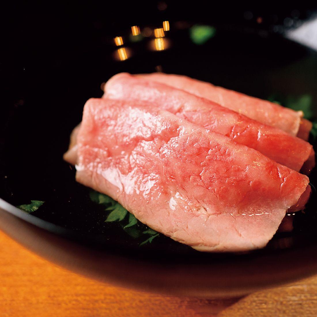 九十九里のいりこから13時間かけてとったスープにお肉をサッとくぐらせてしゃぶしゃぶで。