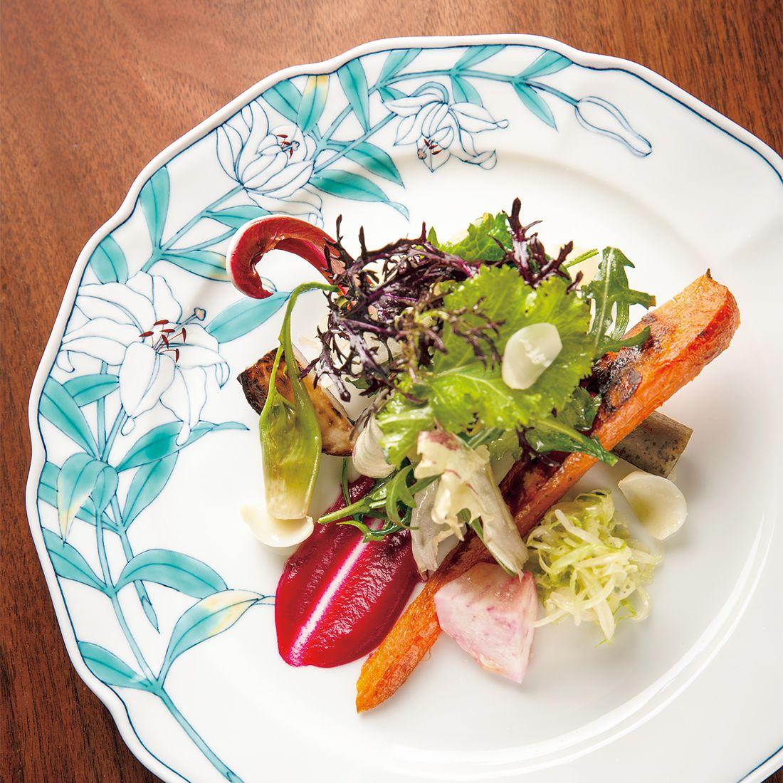 有機野菜10種以上をローストやマリネしたり、野菜に合った調理法で旬の風味を楽しませてくれる前菜