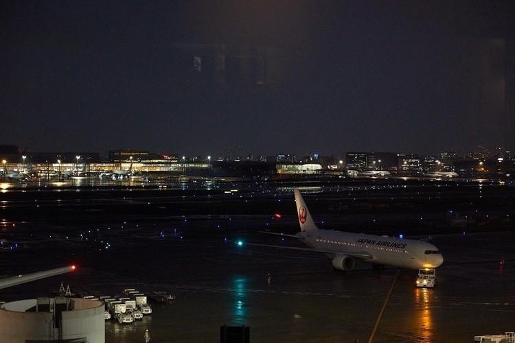 窓から見える飛行機は大迫力!