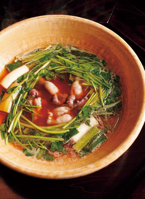 鍋奉行がついて煮えばなを供してくれる。