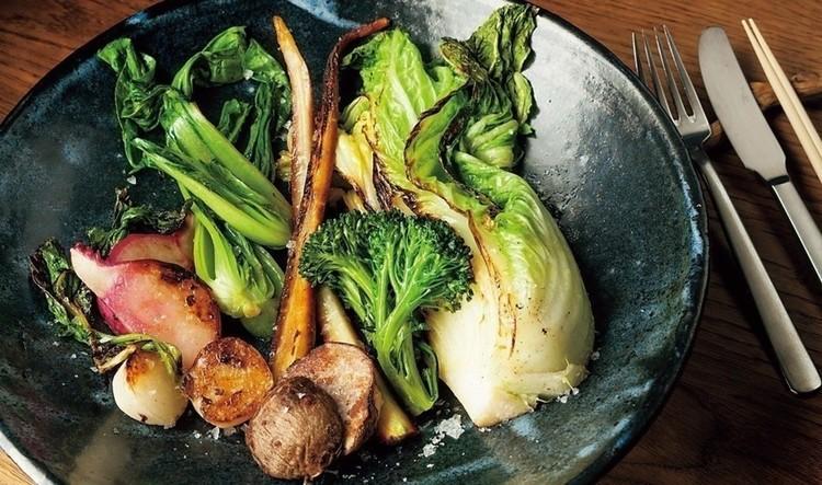 季節の野菜の窯焼き。