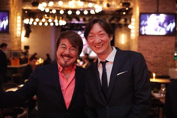 LDH kitchen THE TOKYO HANEDAのゼネラルマネージャーを兼任する佐野健二さん(左)と、LDH kitchen代表取締役CEOの鈴木裕之さん(右)。