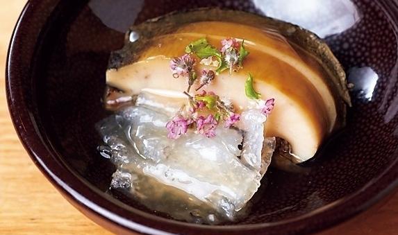 蝦夷アワビの出汁餡。