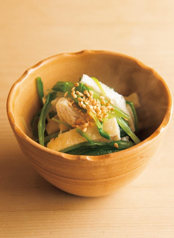 温かな温度で供されるふわっとした壬生菜(みぶな)と揚げのお浸し。