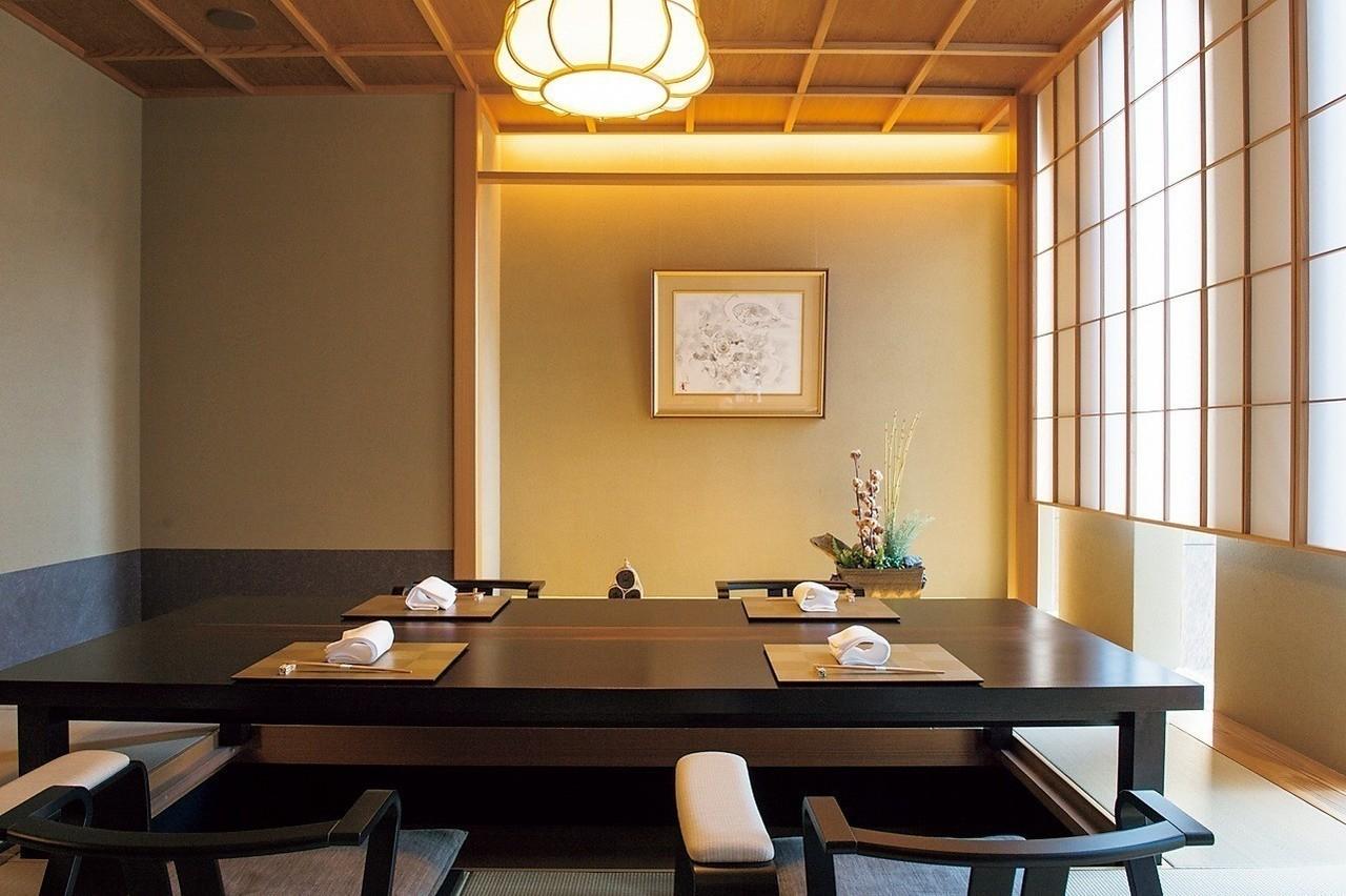 日本の伝統美をモダンに表現した掘りごたつの和室。