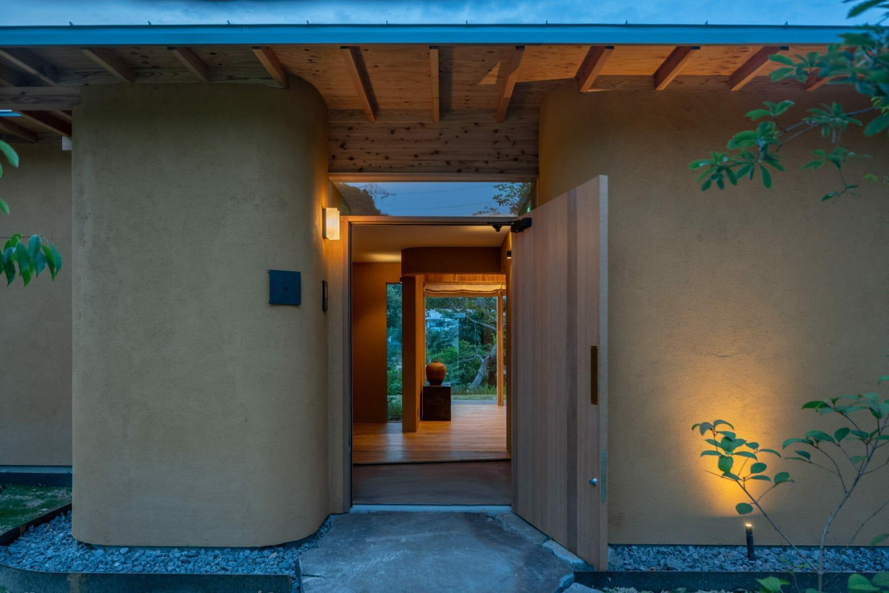 土逢(どおう)/千宗屋氏監修による土の棟。茶室を備える。