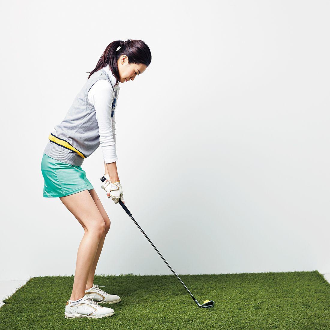 ボールと目の間に仮想のラインをイメージして、その距離感を変えないようにスイングする。