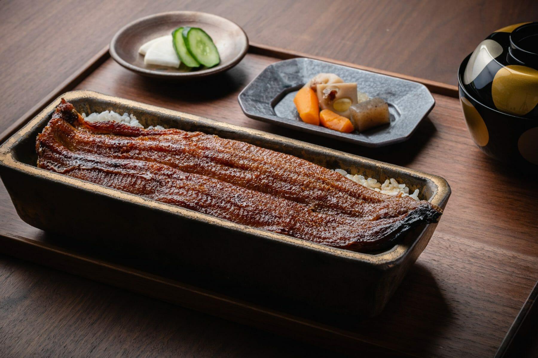 大きさも太さも極上の鰻を一本丸ごと蒲焼にした「うなぎ一本重」¥4,950