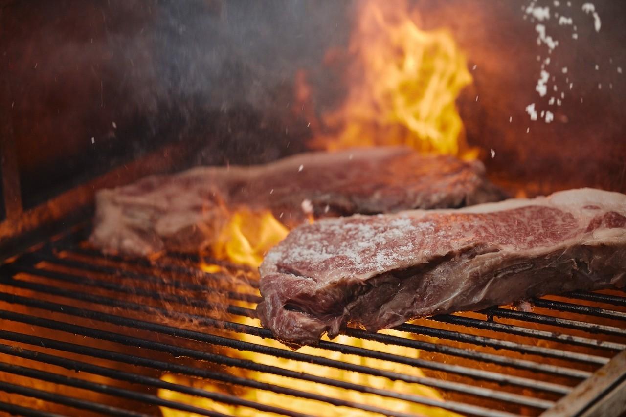 それぞれの素材の最も一番上手くなる瞬間まで火入れをするのがエチェバリの料理だ。