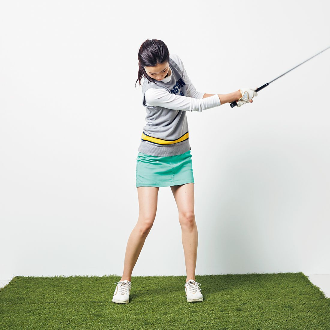 重心位置を探す効果的な方法は、インパクトの形からフォローだけでボールを飛ばすこと。