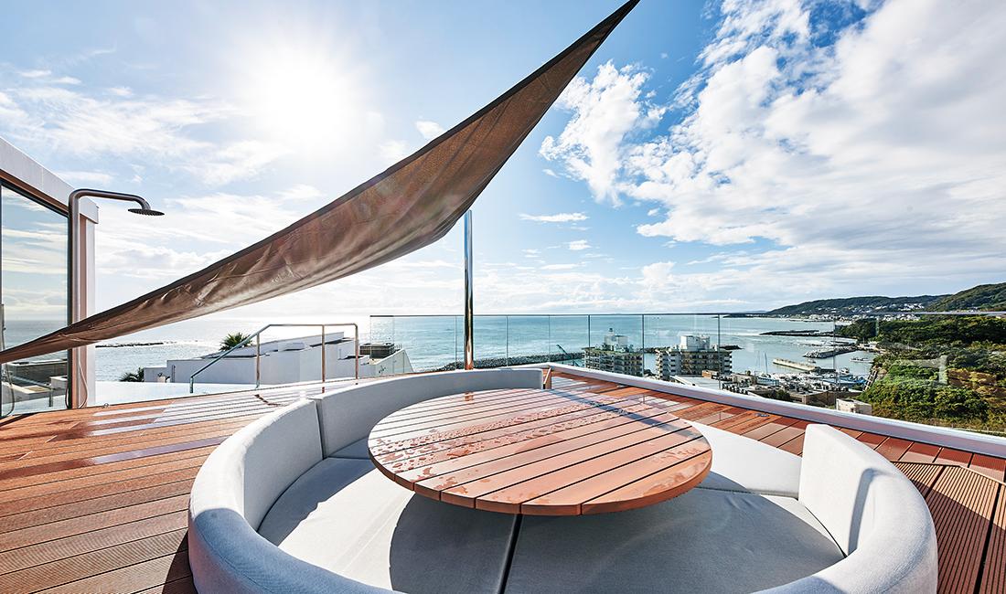 屋上の円形ソファ