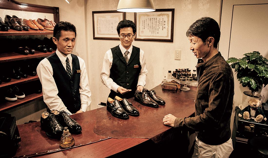 京都市役所西側に店を構える靴磨き専門店『革靴をはいた猫』に通い詰める。