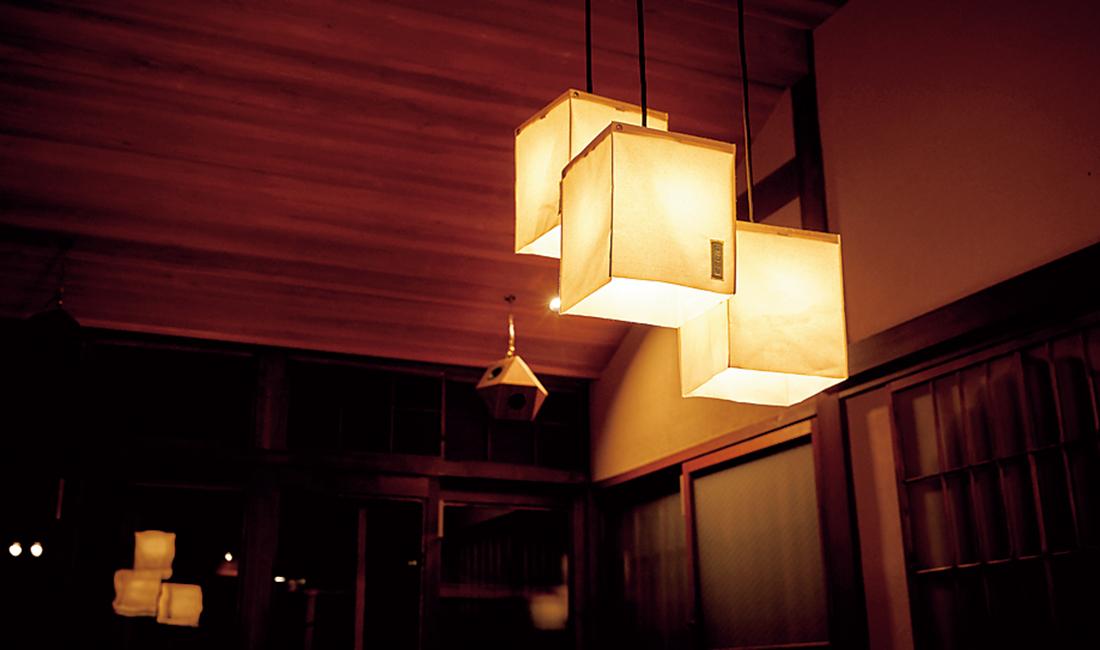 京都の一澤信三郎帆布で特注した照明。