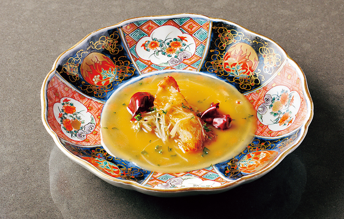 フカヒレのステーキ 葱とパセリの白湯ソース。