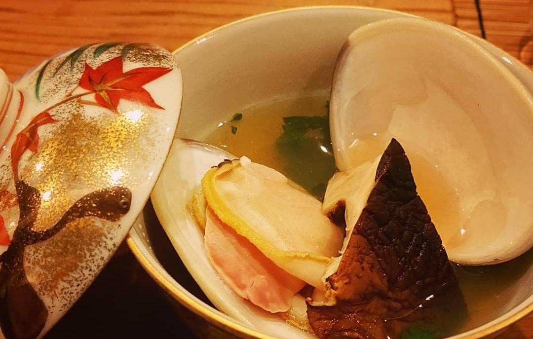 地蛤と原木椎茸のお吸い物