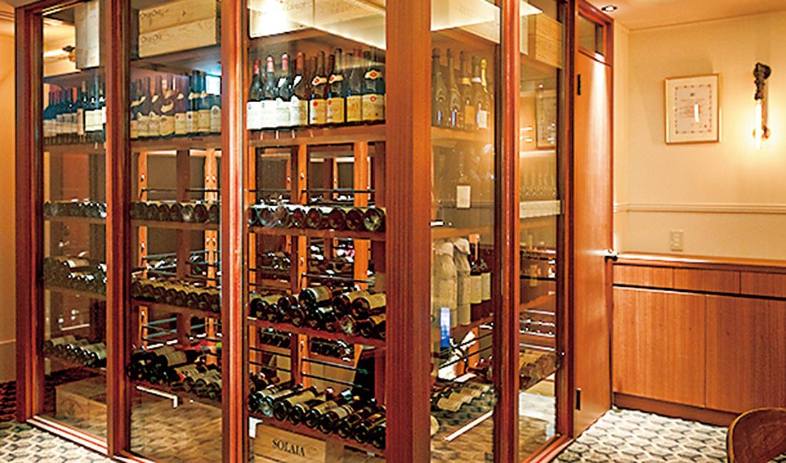 独自ルートで仕入れた1950年代からの古酒が眠るセラー。