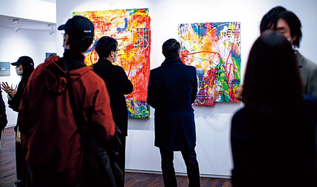 群馬の「白井屋ホテル」に展示される作品を集めたイベントを開催