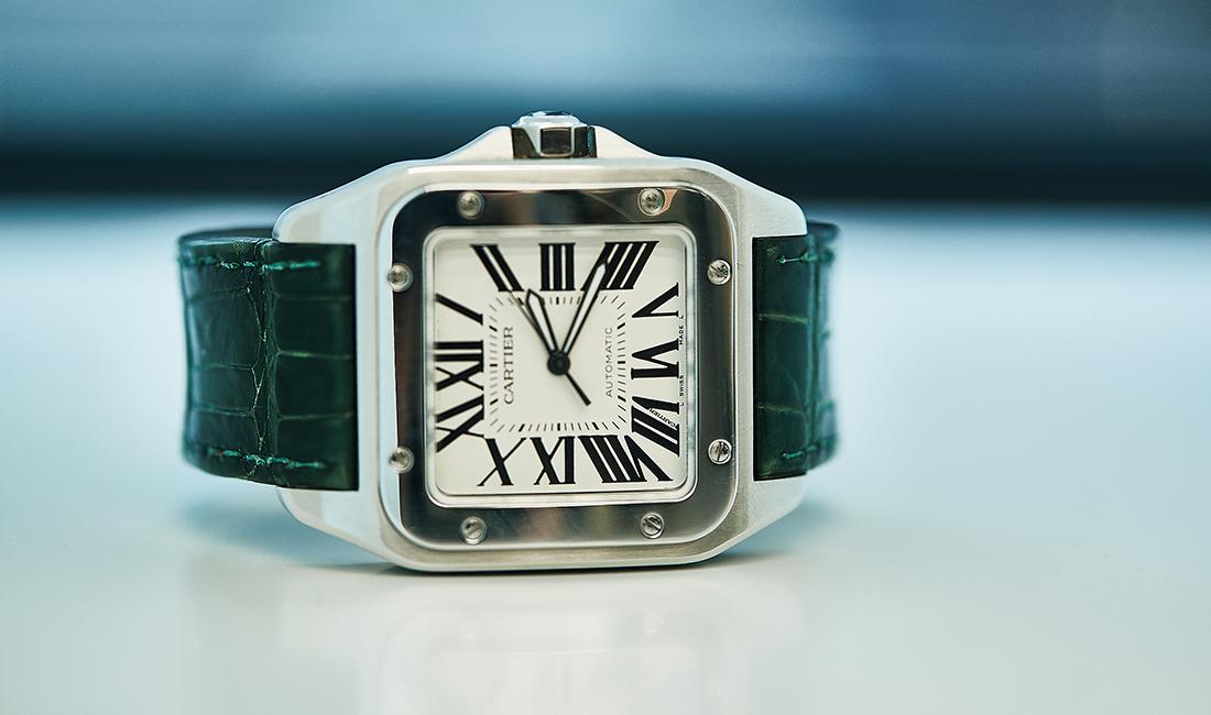 世界初の実用的男性用腕時計サントス