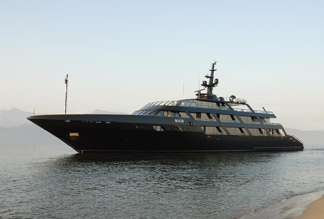 アルマーニデザインのヨット