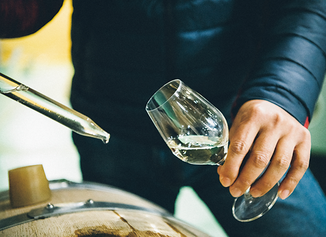 日本酒のオーク樽熟成が試みられている